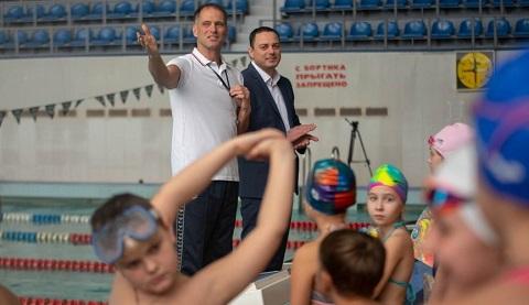 Городской голова г. Каменское побывал в «Школе плавания» Днепродзержинск