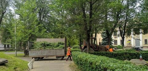Скверы Каменского приводят в порядок Днепродзержинск