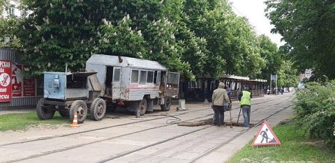 Каменское КП «Трамвай» ремонтирует рельсошпальную решетку Днепродзержинск