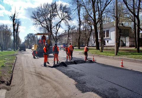 Дороги и улицы Каменского ремонтируют и убирают Днепродзержинск