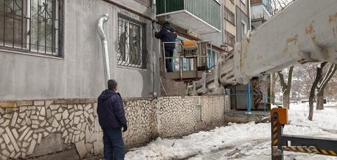 В Каменском восстанавливают водосточные трубы Днепродзержинск
