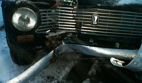 В г. Каменское автомобиль на летней резине врезался в электроопору Днепродзержинск