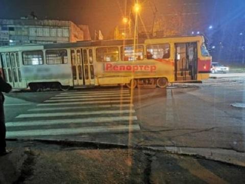 В г. Каменское трамвай по пр. Шевченко сошел с рельсов Днепродзержинск