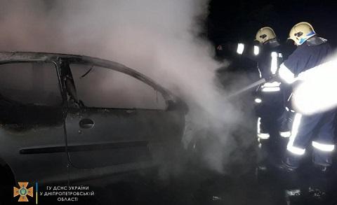 Под г. Каменское сгорел автомобиль Днепродзержинск