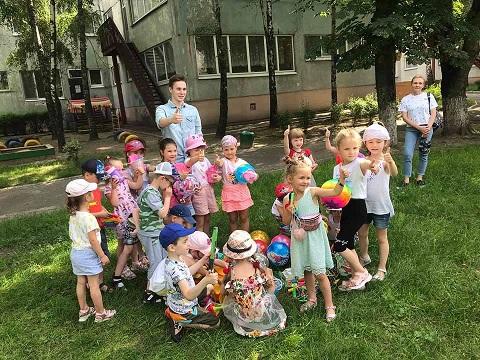 Воспитанникам детского сада «Сказка» г. Каменское подарили спортивный инвентарь Днепродзержинск