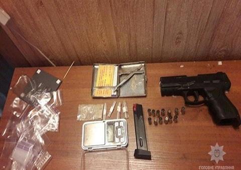 Правоохранители изъяли у жителя Каменского наркотическое вещество и оружие Днепродзержинск
