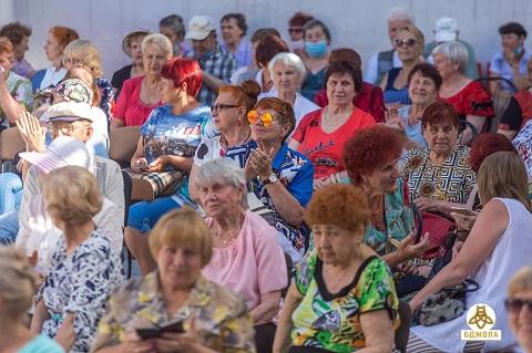 По доброй традиции в Каменском организовали вечер отдыха для пожилых людей Днепродзержинск