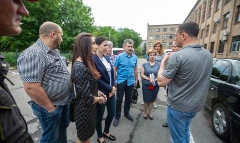 Во время объезда г. Каменское мэр уделил внимание ходу работ по покосу травы Днепродзержинск