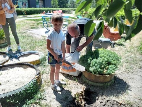 ДО «Солнечный мир» г. Каменское проводит работу по трудовому воспитанию детей Днепродзержинск
