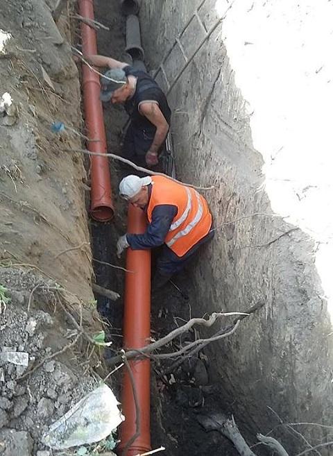 «Горводоканал» Каменского проводит замену поврежденных труб канализации Днепродзержинск