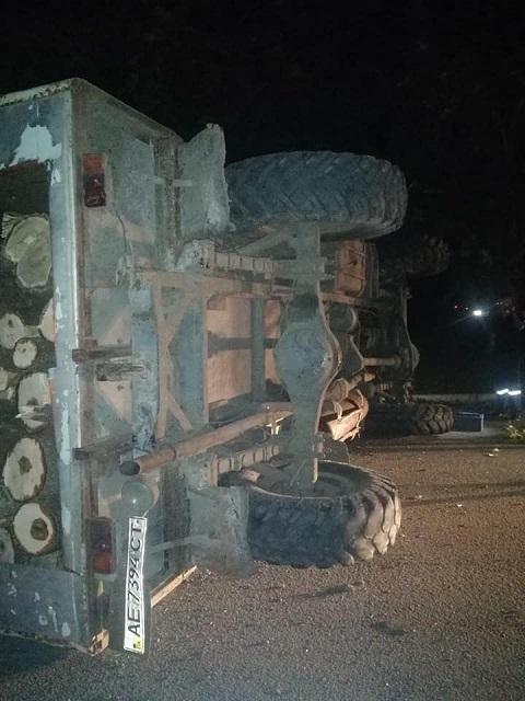 В Каменском перевернулся грузовик Днепродзержинск