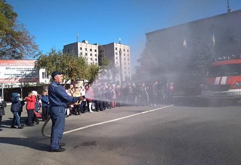 Учащиеся Колегиума № 16 г. Каменское побывали в пожарно-спасательной части Днепродзержинск