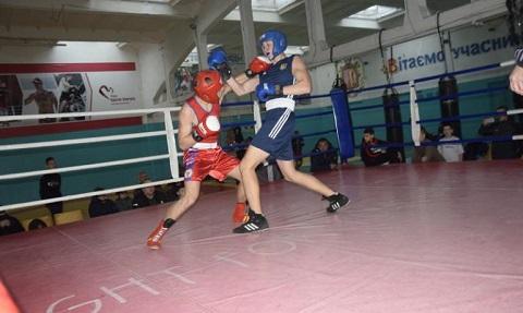 В Каменском в борьбу за награды вступили боксеры Днепродзержинск