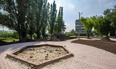 Градоначальник г. Каменское проконтролировал ход строительных работ новых зон отдыха Днепродзержинск