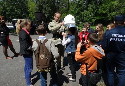 Спасатели ГПСЧ № 22 провели экскурсию для школьников Каменского Днепродзержинск
