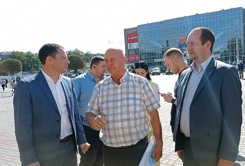 Ко Дню города в Каменском презентовали новые школьные автобусы Днепродзержинск