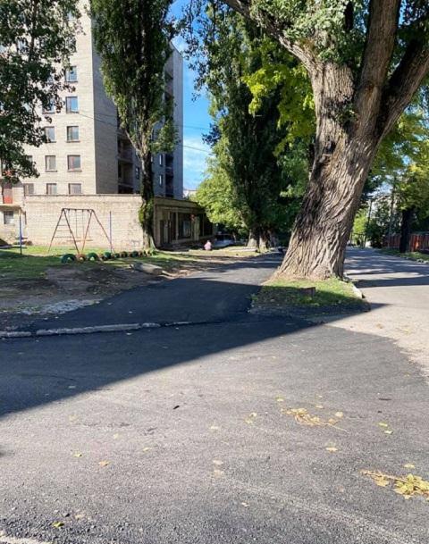 В Каменском проводят ремонт въездов во дворы и тротуаров Днепродзержинск