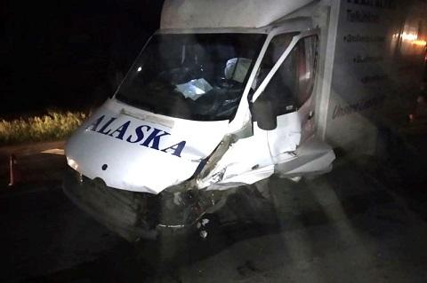 Под г. Каменское в результате лобового столкновения автомобилей пострадали люди Днепродзержинск