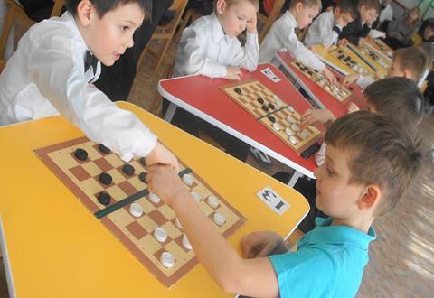Впервые «Веселые шашки» привлекли к участию детей Каменского Днепродзержинск