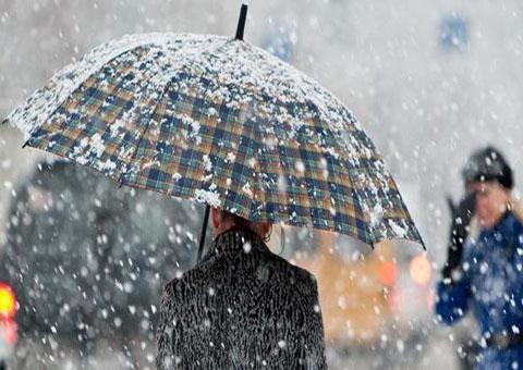 Зима пришла в Каменское по расписанию и с погодными сюрпризами Днепродзержинск