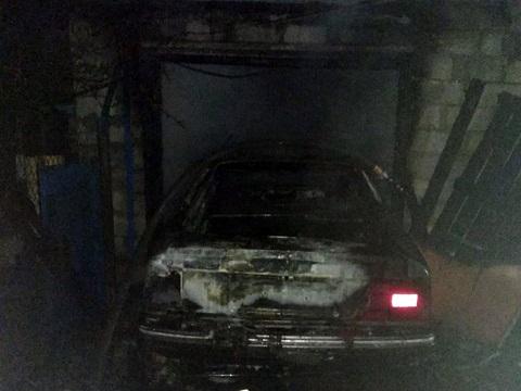 В г. Каменское горел автомобиль и гараж Днепродзержинск