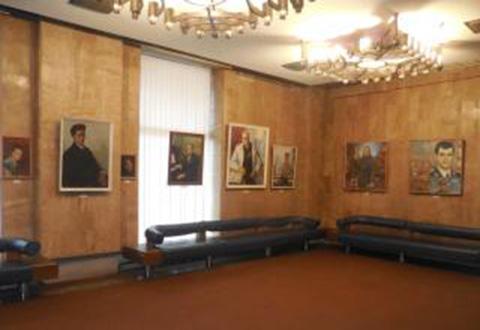 Знаменитых жителей Каменского можно увидеть на выставке портретов Днепродзержинск