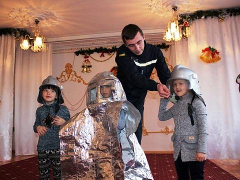 Каменские спасатели провели для дошкольников урок БЖД Днепродзержинск