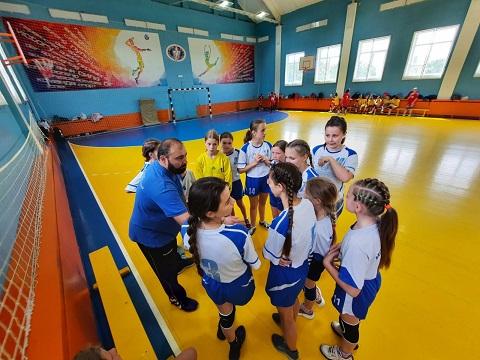 Гандболистки г. Каменское заняли 3 место на турнире в Запорожье Днепродзержинск