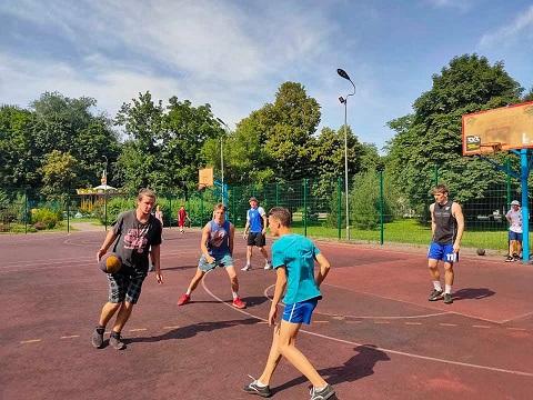 В Каменском провели турнир по стритболу Днепродзержинск
