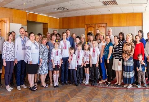 В Каменском городской голова поздравил женщин-матерей Днепродзержинск