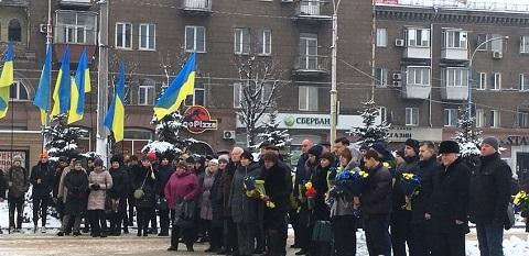 Каменчане на Майдане Героев провели торжественную церемонию Днепродзержинск