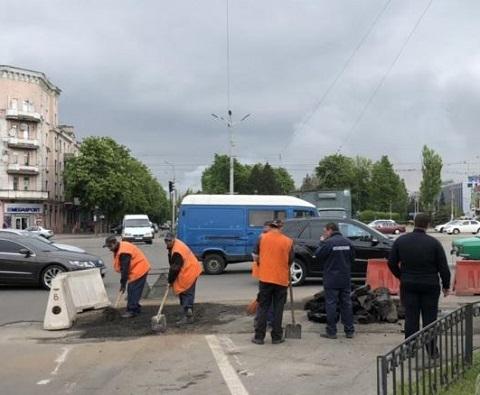 В Каменском восстановили асфальтовое покрытие на Майдане Героев Днепродзержинск