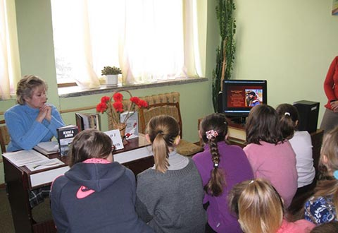 В библиотеке-филиале Каменское провели «Час памяти» Днепродзержинск