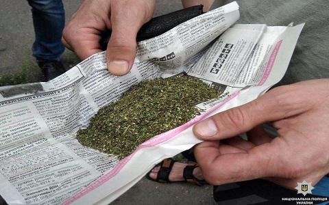 Правоохранители Каменского изъяли у местного жителя гранату и наркотические вещества Днепродзержинск