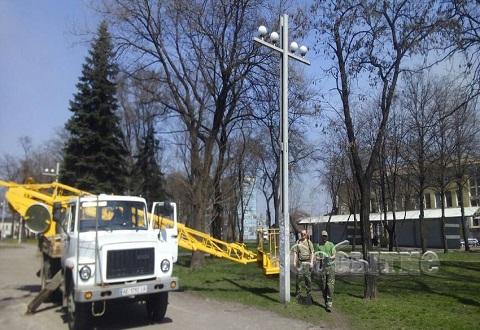 Работники коммунальных служб Каменского благоустраивают зоны отдыха города Днепродзержинск