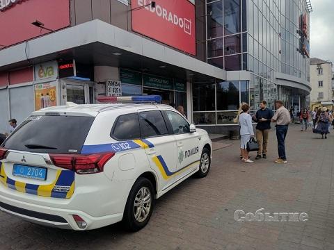 В Каменском провели срочную эвакуацию людей с территории ТРК «ЦУМ» Днепродзержинск