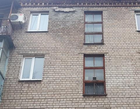 На фасаде дома в Каменском провели ремонтные работы Днепродзержинск