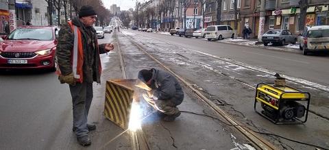 По проспекту Т. Шевченко в г.Каменское ремонтируют трамвайные пути Днепродзержинск