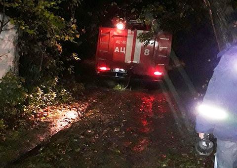 Спасатели Каменского вытаскивали скорую помощь из грязи