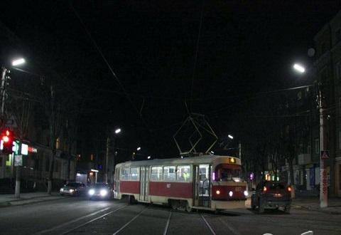 В Каменском на повороте трамвай сошел с рельсов Днепродзержинск