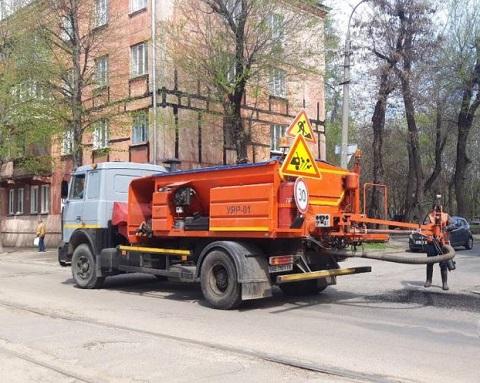 Для ямочного ремонта дорог в Каменском используют универсальную технологию Днепродзержинск