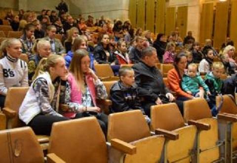 День усыновления в Каменском отметили ярким праздником Днепродзержинск