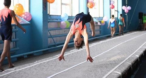 Каменские акробаты стали призёрами чемпионата Днепропетровской области  Днепродзержинск