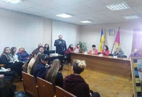 В Южном районе Каменского провели круглый стол «Публичные женщины» Днепродзержинск