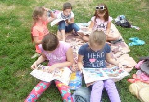 Библиотечный рюкзачок оказывает помощь детям Каменского на летних каникулах Днепродзержинск