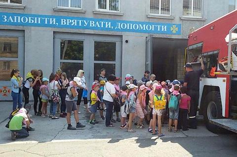 Воспитанники пришкольного лагеря СОШ № 22 г. Каменское побывали в гостях у спасателей Днепродзержинск