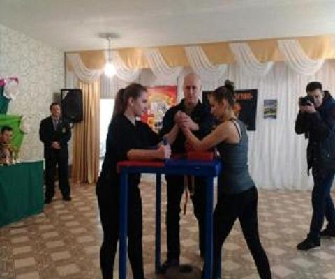 В Каменском провели турнир по армспорту Днепродзержинск