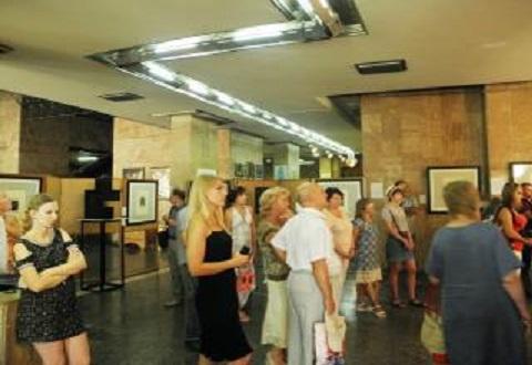 В Музее истории г. Каменское открыли выставку графики Днепродзержинск