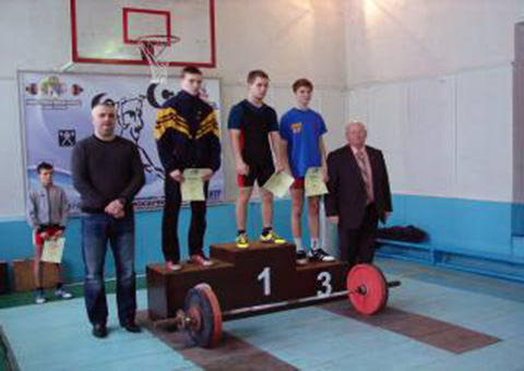 Спортсмены-тяжелоатлеты Каменского получили первые награды в новом году Днепродзержинск