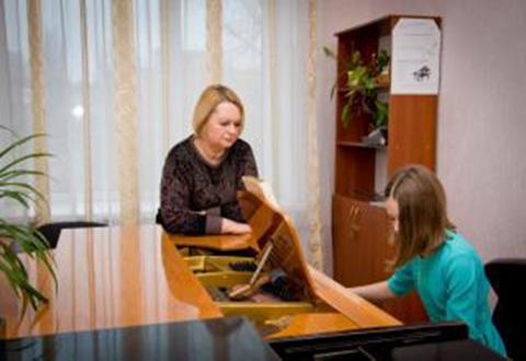 Городской конкурс вокалистов-солистов в Каменском провели для детей Днепродзержинск